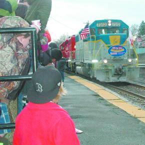 Train arrives (1)