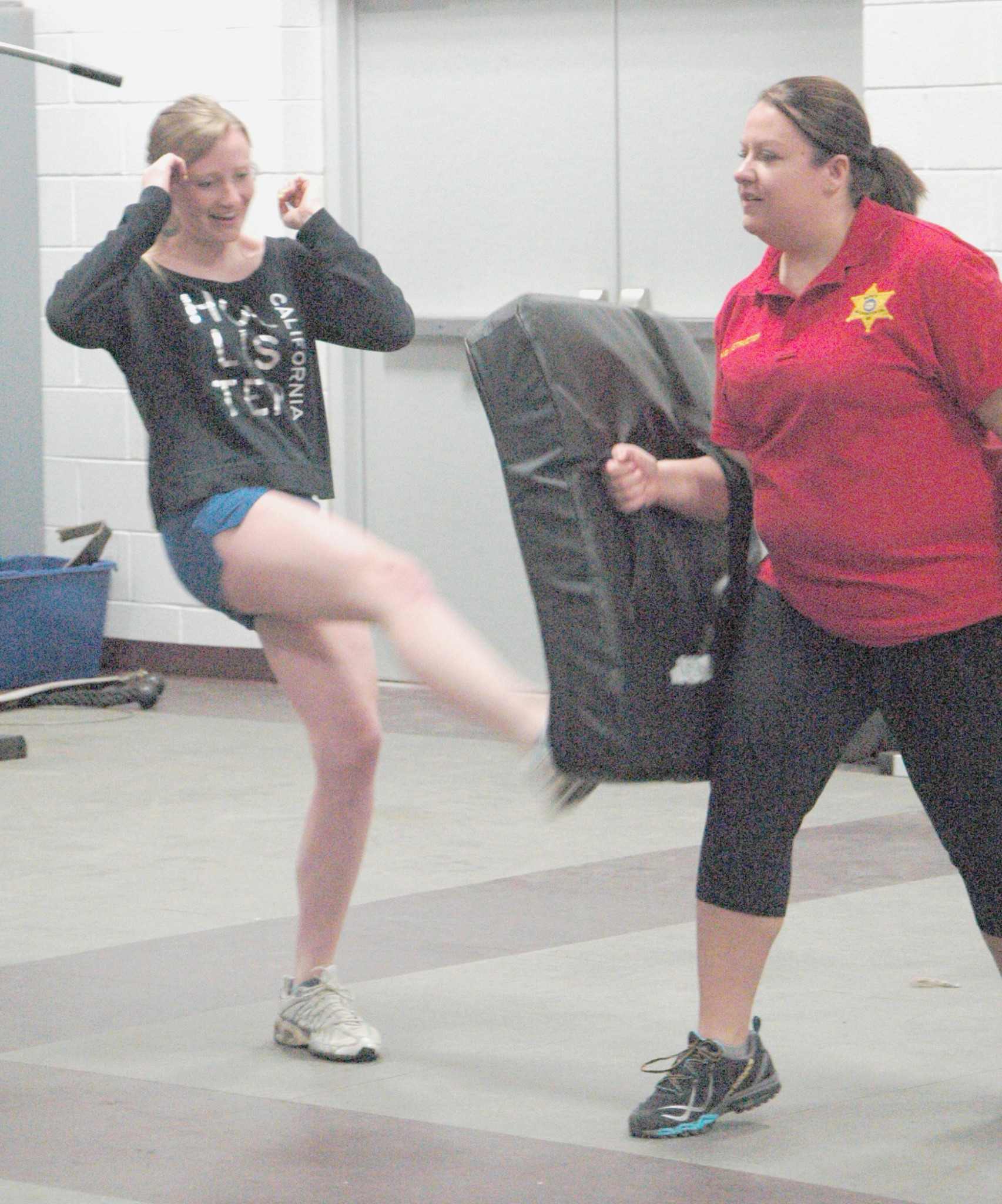 Sheriff's Departments teaches students self defense