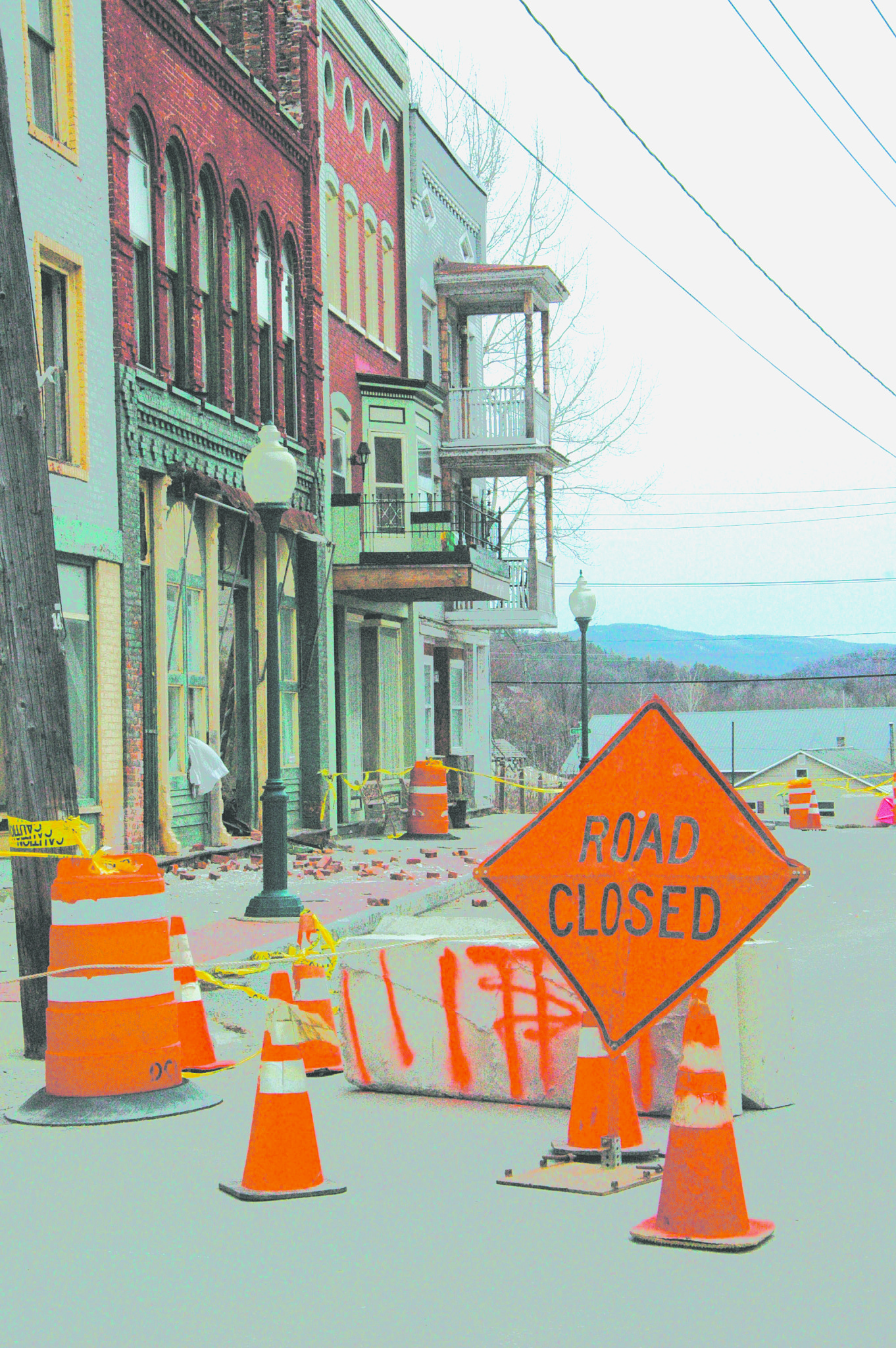 Unsafe building closes portion of Main Street