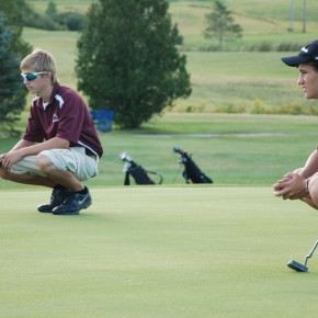 Pereau and Flynn eye up putts on 13