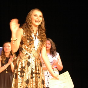 Haley Wiskoski waves to the crowd after winning the 2016 DYW title