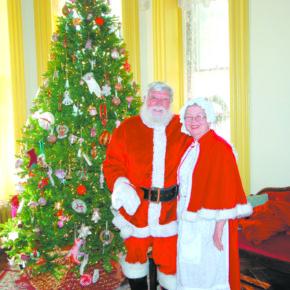 Skene Manor Santa and Mrs. Claus