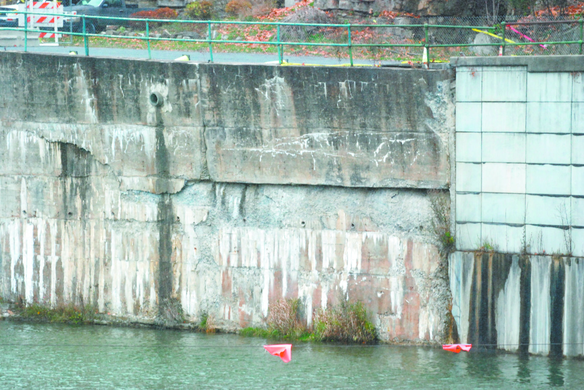 Faulty canal wall poses danger
