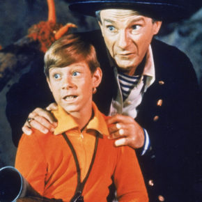 """UNDATED, FILE PHOTO:  (FILE PHOTO)  Actors Bill Mumy (L) and Jonathan Harris (R) are seen in a television still in 1966. The 87 year-old Harris, who portrayed Dr. Zachary Smith in the television sci-fi show """"Lost In Space"""", died November 3, 2002 of a blood clot in his heart. He was reportedly receiving therapy for a chronic back problem in a Los Angeles hospital when he died.  (Photo by Getty Images)"""